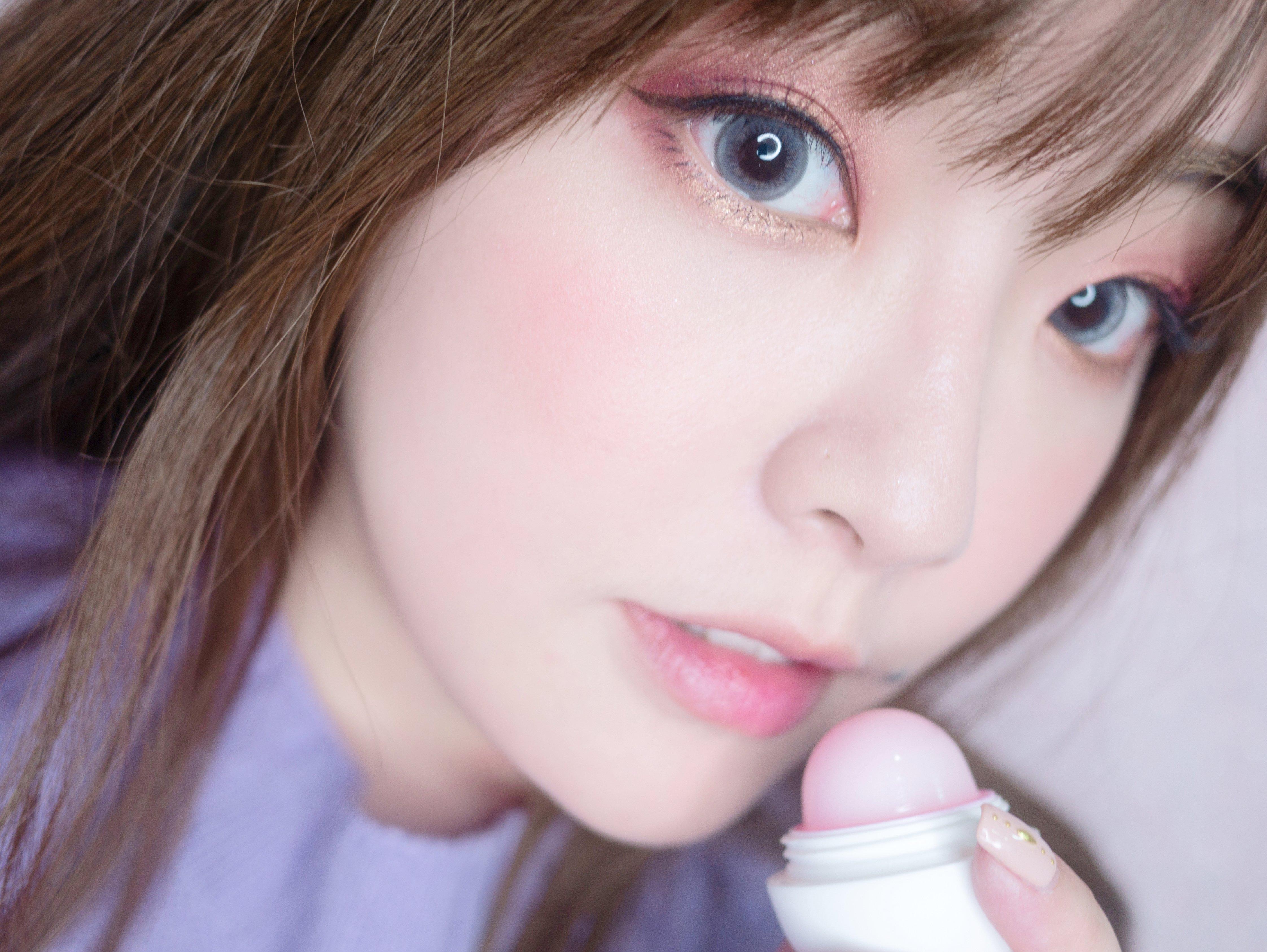 保養 ♥ 冬季護唇推薦 eos 萌萌小彩蛋。變色潤唇球+亮彩潤唇球 ♫
